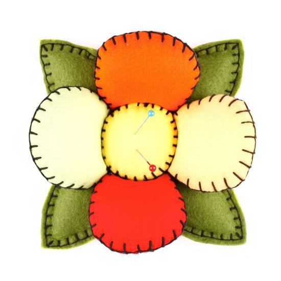 Fons & Porter Novelty Flower Pin Cushion